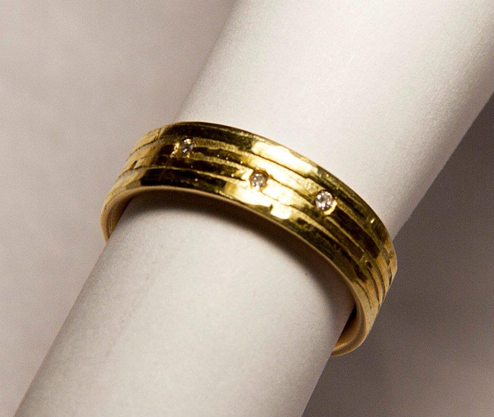 18k And Pure Gold Wedding Ring With Diamonds